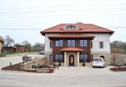 Exteriér- vchod do vinárne